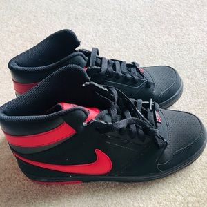 New Nike Sneakers size 10 for men